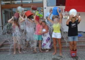 Mass Ice Bucket Challenge image