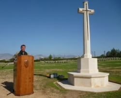 UN Padre gives a Service of Remembrance