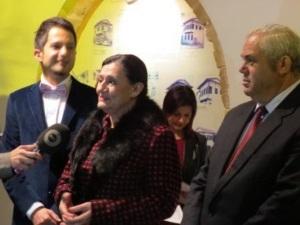 Özkan Yorgancioğlu  (right) with Raziye Kocaismail (Tulips)