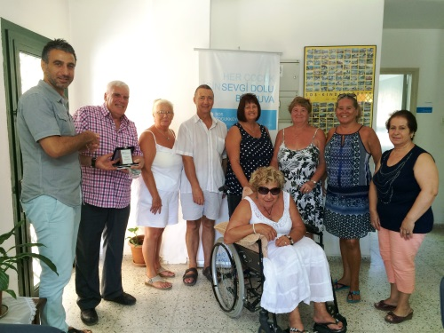 Ahmet Akarsu presents plaque to Friends of SOS