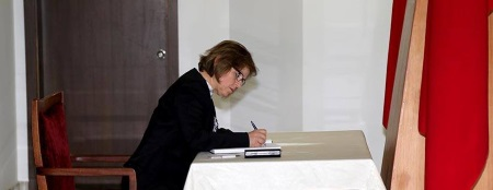 Emine Colak signs condolence book
