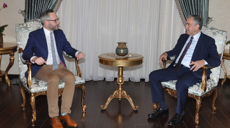 Akinci receives Roth