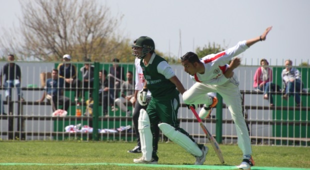 Photo of METU bowling to EMU. 1