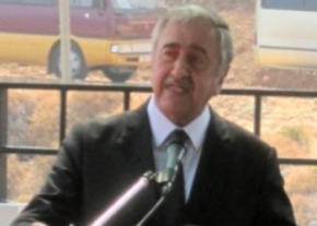Akinci speaking at Erenkoy