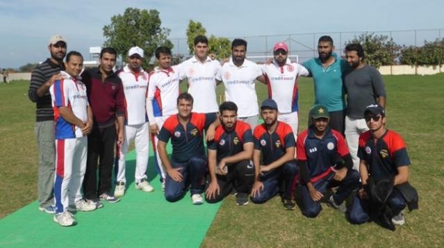 gentlemen-winning-team-picture-with-emu-team