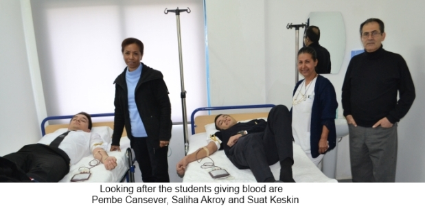 looking-after-the-students-giving-blood
