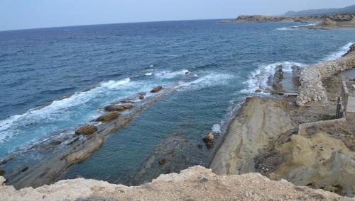 rocks-looks-like-submarine